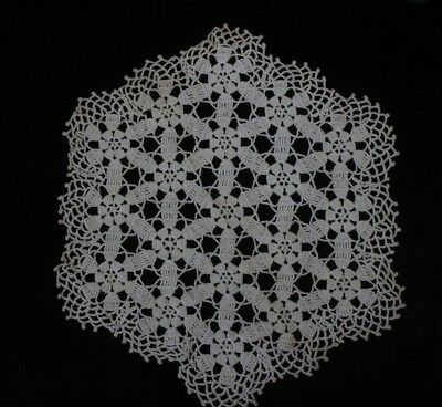Pretty Lot of 13 Vintage Doilies, Linens & Runners