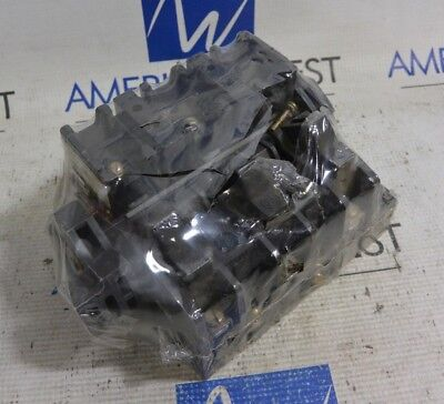 Allen Bradley 40021-558-02 Disconnect Switch with X-401978 Fuse Block