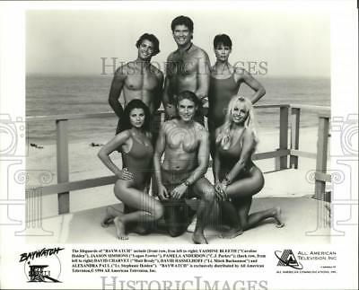 1994 Press Photo The Lifeguards of Baywatch - spx08150