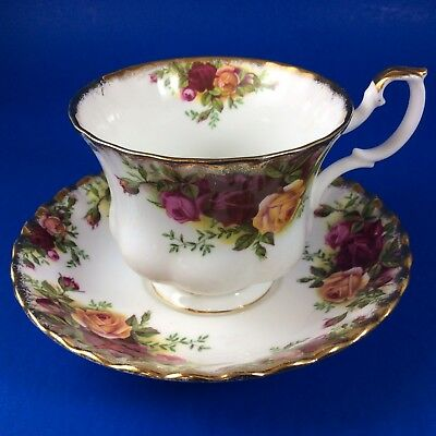Old Country Roses Royal Albert Bone China Tea Cup and Saucer England