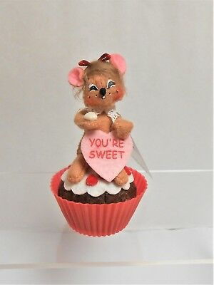 """Annalee Valentine's Day """"Sweet Treat Mouse""""  On a Cupcake 3"""" h Issued 2011 NWT"""