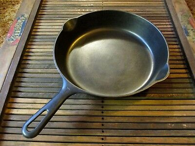 Vintage Griswold #7 Cast Iron Skillet Small Logo 701 B  Sits Flat