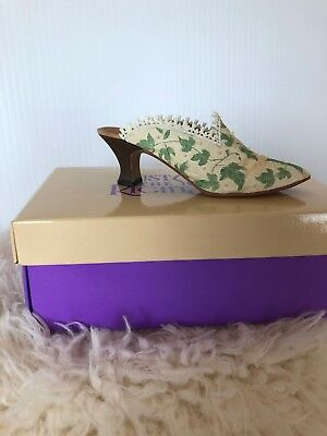 1999 Raine Willitts Design Just The Right Shoe A TOUCH OF LACE New COA