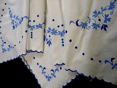 Pretty,Vintage,Blue & White Embroidered Tablecloth,Scalloped edged,Tablecloth GC