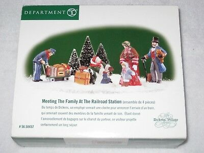 Meeting The Family At The Railroad Station Dept 56 Dickens Village Set Of 4 1999