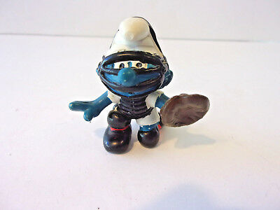 Vintage 1981 Baseball Catcher Smurf  In Mint Condition