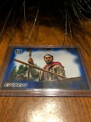 Walking Dead The Hunters And The Hunted - Eduardo - Blue 32/50 Mint