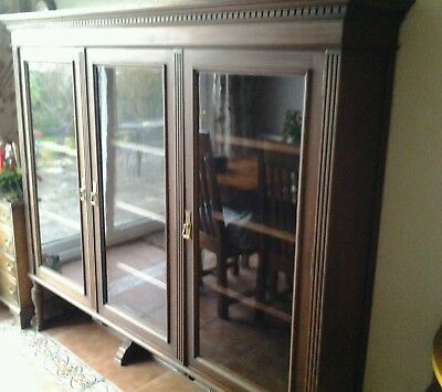 Lovely antique bookcase/display cabinet.