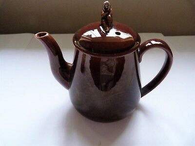 ANTIQUE WEDGWOOD (TREACLEWARE) BACHELOR TEAPOT WITH SYBIL (WIDOW) FINIAL c1860