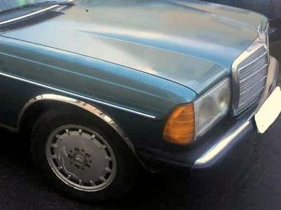 Mercedes W123 Limousine 300D, Petrol Metallic, 5-Gang, absolut original, 1982