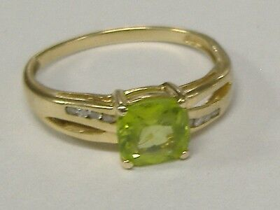 Vintage  Solid Plumb 14 K Gold Natural Peridot And Diamonds  Ring Size 9.25
