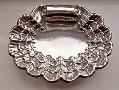 Striking Antique London 1915 Solid / Sterling Silver Shell / Scallop Dish