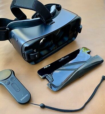 Samsung Gear VR Headset 2017 With Controller Black - Powered By Oculus