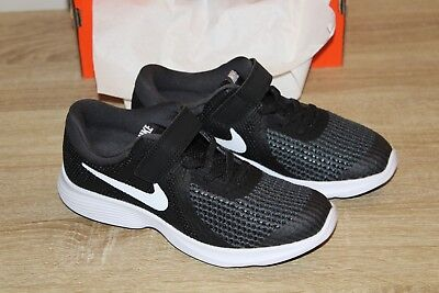 dbb1e9e2613 Nike Shoes Revolution 2 Størrelse Boys Sneakers Blackwhite 4 Nye Youth  Athletic Uqfxd7UX