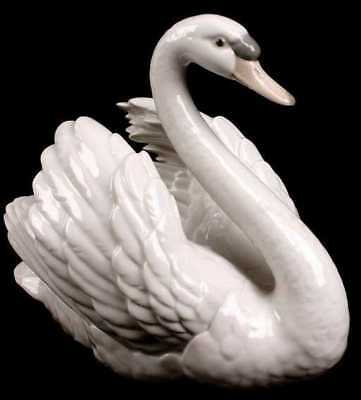 LLadro Swan with Wings spread #5231; retired