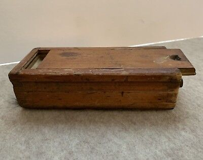 Wonderful Primitive Small Dovetailed Candle Box