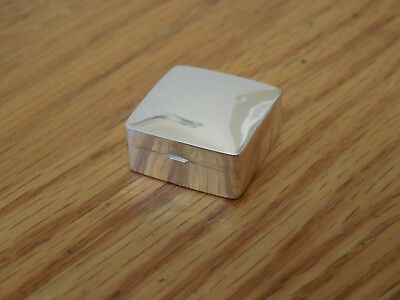 "ARI D. NORMAN ~ London England ~ Sterling Silver Pill box,.8"" x .8"" ~ 5g"