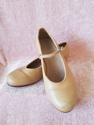 Girls Bloch Tan Tap Shoes Size 7.5. Good preloved condition.
