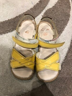 Clarks Girls 13f sandals Yellow Patent Leather Darcy Charm Used RRP £40.