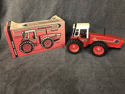 1/16 Vintage IH International Harvester 3588 2+2 4WD Tractor DieCast by ERTL