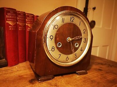 Lovely 40'S Bentima, Perivale Movement 8 Day Clock Key Not Included Nice Example