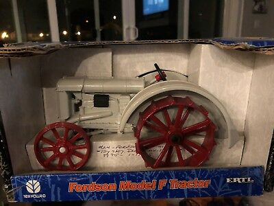 ERTL Fordson Diecast Model F Tractor 1/16 Scale
