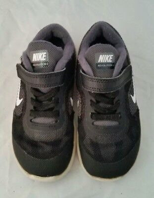 KIDS NIKE RIFT Trainers In good Used Condition Black And White Size ... aecdbe4c6