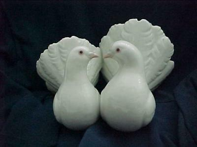 Wonderful Lladro Figure of Two Kissing White Doves -- MINT and Great Fun