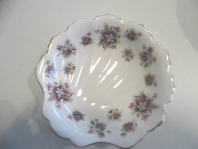 Royal Albert Sweet Violet Shell Shape Dish Ex Display