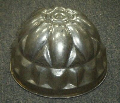 Vintage Kitchenalia Metal Jelly / Cake Mould