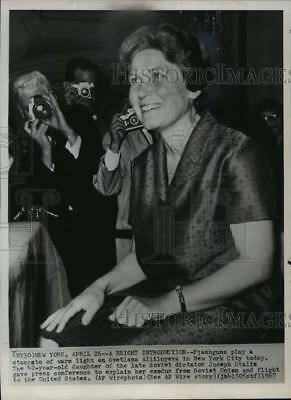 1967 Press Photo Photo Svetlana Alliluyeva, Stalin's daughter, NYC - mjw00802