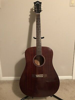 Guild D20 Acoustic Guitar With Hardshell Case