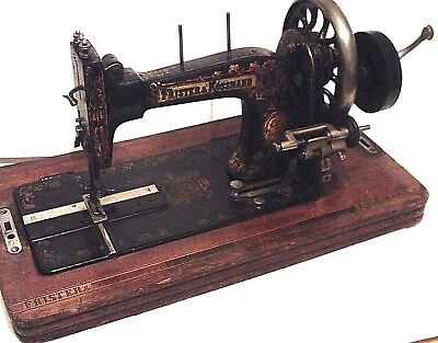 Sewing Machine >1901 Frister & Rossman Manual - Black/gold + Case