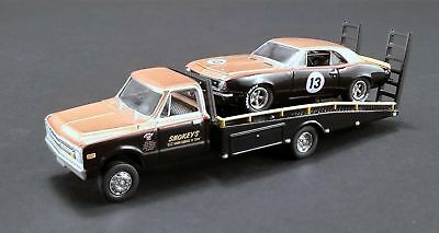 Chevrolet Ramp Truck- Camaro Trans Am 1967 Smokey Yunick #13 Greenlight 1:64 NEU