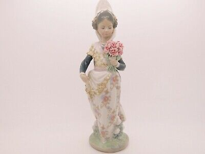 Lladro Valencia Girl With Flowers #1304 Figurine - First Quality
