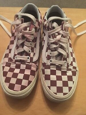 afe824fc1f Ladies VANS Old Skool Style Checkerboard Purple And White Trainers Size 3