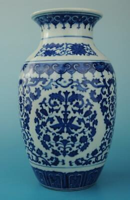 chinese old Blue and White porcelain flower pattern vase /qianlong mark b02