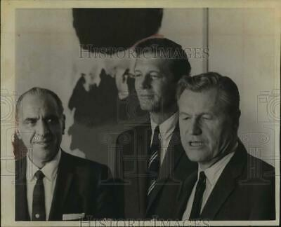 1967 Press Photo Mayor John V Lindsay, NYC with Governor Rockefeller & Mr Travia