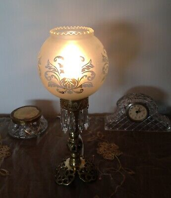 AMAZING  ORNATE SOLID BRASS VINTAGE TABLE LAMP with Crystal Prisms