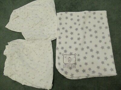 Fitted Cot-Bed Sheets, 2, white/grey moon + stars, + 1 Blanket, Little Bear