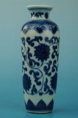 chinese old Blue and White porcelain flower pattern vase b01