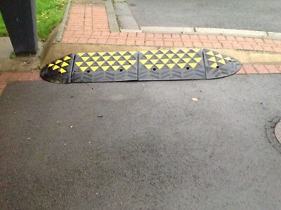 HEAVY DUTY RUBBER KERB RAMP (15cm High ) FOUR SECTIONS