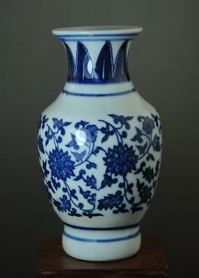 Old Chinese Hand-Made Blue White Porcelain Hand Painted Flower Vase B01
