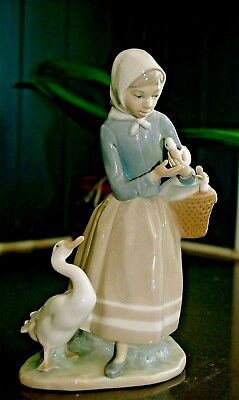LLADRO SHEPHERDESS WITH DUCKS - Retired Edition - Model reference 4568