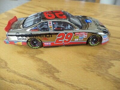 2001 Kevin Harvick #29 GM Goodwrench Service Plus / White Gold 1/24 - ACTION