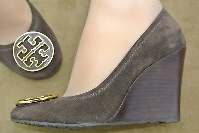 47e29f57b02970 6M TORY BURCH Wedge Heels Brown Suede SOPHIE Shoes Gold Logo Closed Toe RARE