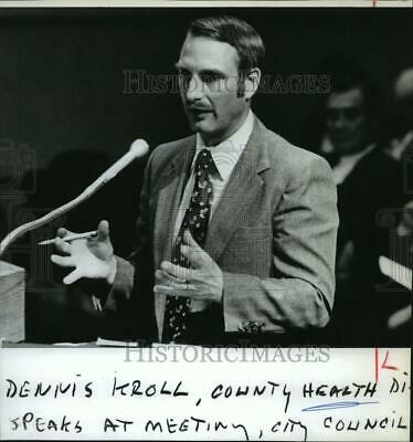 1984 Press Photo Dennis Kroll-County Health director at the City Council meeting
