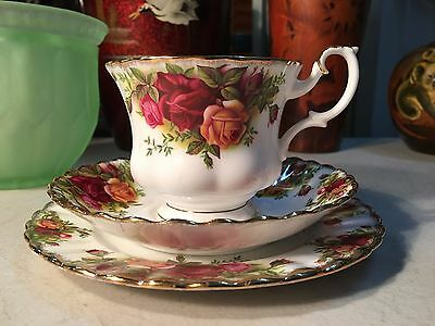 Lovely Vintage English Royal Albert Old Country Rose Tea Cup Saucer Plate Trio