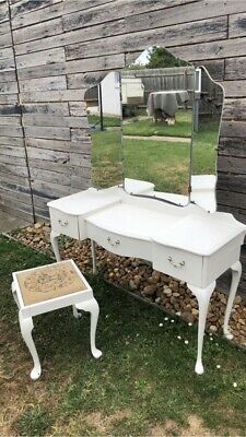 Antique Dressing Table circa 1940s-1950s in very good condition Queen Anne