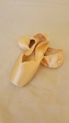 ballet pointe shoes by Grishko